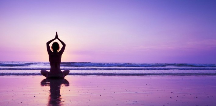 5-benefits-yoga-beach-e1432052230484