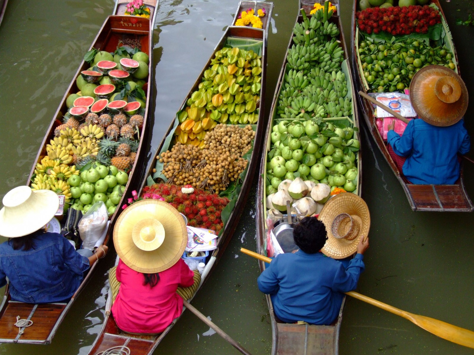 Floating-Market-in-Bangkok