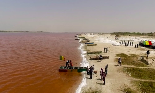 501942009-lake-retba-salt-mineral-senegal-tourist