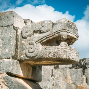 chichen-itza-serpent-head-1