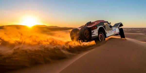 Sunset-Over-Buggy-in-Dakar-Rally-Wallpaper